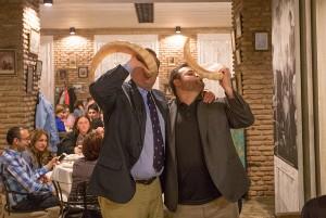 Le grand boire-boire (supra géorgient). On boit cul sec dans des cornes de boeuf